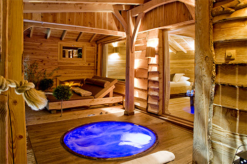 h bergement insolite dans les arbres cabane spa. Black Bedroom Furniture Sets. Home Design Ideas